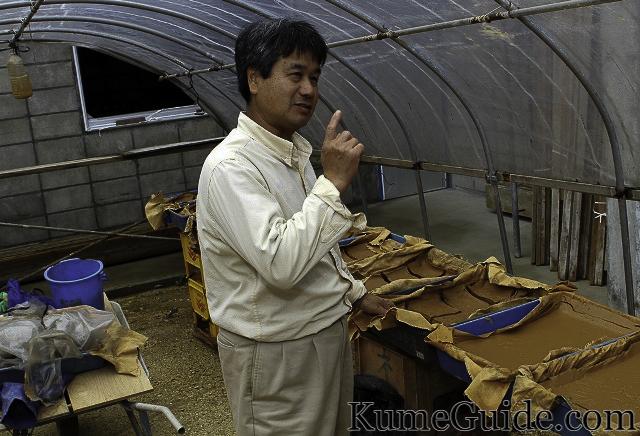 Mr. Ueshiro makes clay
